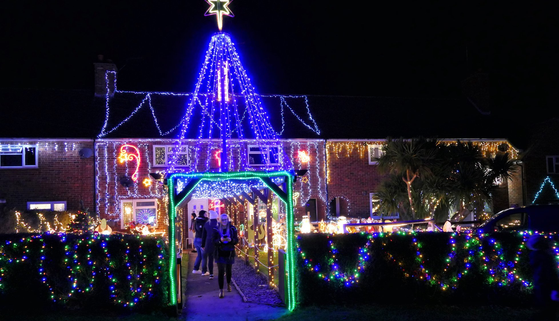 Christmas lights bring welcome boost to hospice funds
