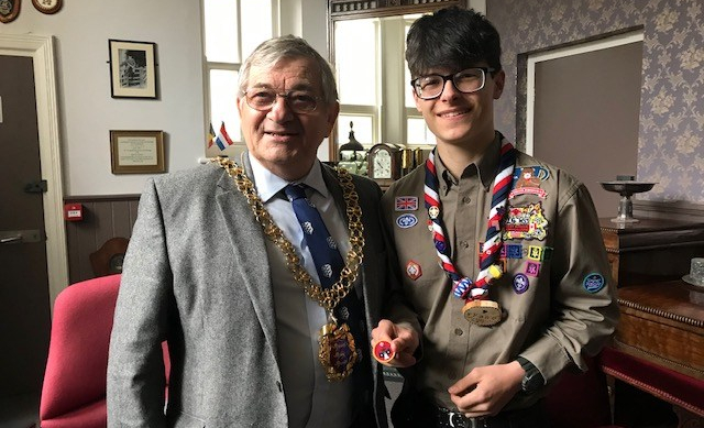 Mayor calls on town for its 'enthusiastic' support
