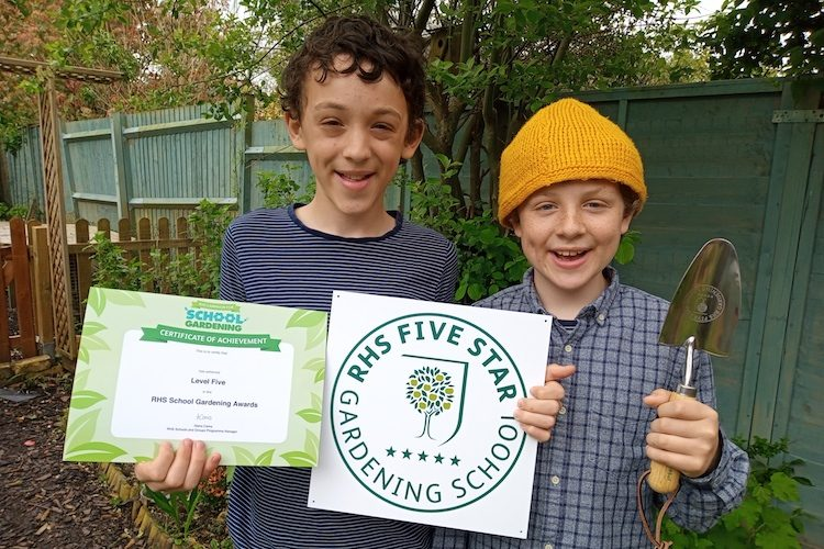 Brothers scoop top horticultural award for their work at Alexandra Park greenhouse